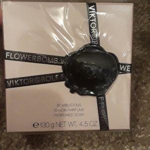 NWT Flowerbomb 4.5 oz perfumed soap
